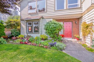 Photo 2: 2460 Costa Vista Pl in : CS Tanner Single Family Detached for sale (Central Saanich)  : MLS®# 855596