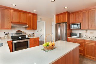 Photo 6: 2460 Costa Vista Pl in : CS Tanner House for sale (Central Saanich)  : MLS®# 855596