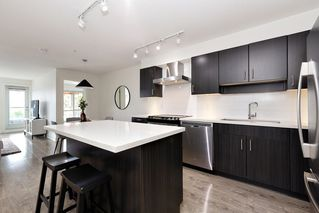 """Photo 10: 402 500 ROYAL Avenue in New Westminster: Downtown NW Condo for sale in """"DOMINION"""" : MLS®# R2501724"""