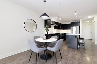 """Photo 6: 402 500 ROYAL Avenue in New Westminster: Downtown NW Condo for sale in """"DOMINION"""" : MLS®# R2501724"""
