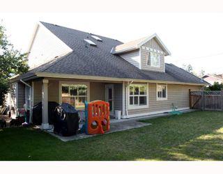"Photo 8: 5562 4TH Avenue in Tsawwassen: Pebble Hill House 1/2 Duplex for sale in ""PEBBLE HILL"" : MLS®# V672220"