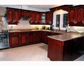 "Photo 4: 5562 4TH Avenue in Tsawwassen: Pebble Hill House 1/2 Duplex for sale in ""PEBBLE HILL"" : MLS®# V672220"