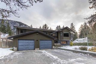 Main Photo: 40027 PLATEAU Drive in Squamish: Plateau House for sale : MLS®# R2429046