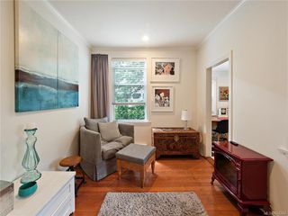 Photo 9: 103 1060 Southgate St in Victoria: Vi Fairfield West Condo Apartment for sale : MLS®# 844244