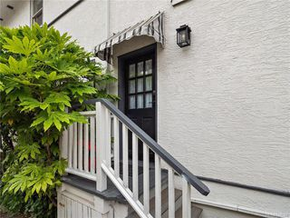 Photo 1: 103 1060 Southgate St in Victoria: Vi Fairfield West Condo Apartment for sale : MLS®# 844244