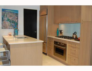 "Photo 3: 702 1455 HOWE Street in Vancouver: False Creek North Condo for sale in ""POMARIA"" (Vancouver West)  : MLS®# V682048"