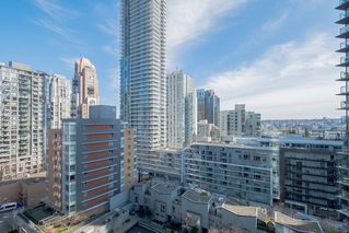 "Photo 11: 1207 1372 SEYMOUR Street in Vancouver: Downtown VW Condo for sale in ""THE MARK"" (Vancouver West)  : MLS®# R2445811"