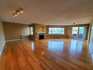 """Photo 4: 113 1859 SPYGLASS Place in Vancouver: False Creek Condo for sale in """"San Remo Court"""" (Vancouver West)  : MLS®# R2455920"""
