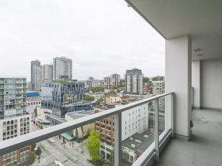 """Photo 12: 1801 668 COLUMBIA Street in New Westminster: Quay Condo for sale in """"Trapp + Holbrook"""" : MLS®# R2398194"""