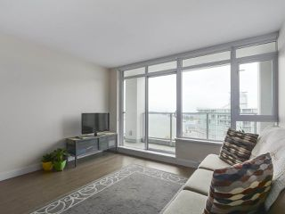 """Photo 6: 1801 668 COLUMBIA Street in New Westminster: Quay Condo for sale in """"Trapp + Holbrook"""" : MLS®# R2398194"""