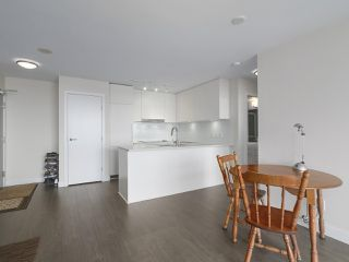 """Photo 3: 1801 668 COLUMBIA Street in New Westminster: Quay Condo for sale in """"Trapp + Holbrook"""" : MLS®# R2398194"""
