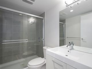 """Photo 9: 1801 668 COLUMBIA Street in New Westminster: Quay Condo for sale in """"Trapp + Holbrook"""" : MLS®# R2398194"""
