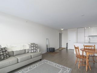"""Photo 4: 1801 668 COLUMBIA Street in New Westminster: Quay Condo for sale in """"Trapp + Holbrook"""" : MLS®# R2398194"""