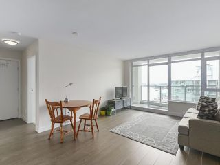 """Photo 5: 1801 668 COLUMBIA Street in New Westminster: Quay Condo for sale in """"Trapp + Holbrook"""" : MLS®# R2398194"""