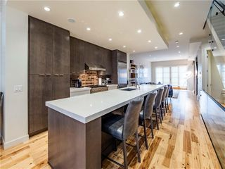 Photo 2: 2005 43 Avenue SW in Calgary: Altadore Detached for sale : MLS®# A1037993