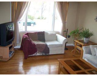 Photo 2: 586 SEVEN OAKS Avenue in WINNIPEG: West Kildonan / Garden City Single Family Detached for sale (North West Winnipeg)  : MLS®# 2719359