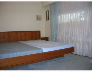 Photo 4: 6995 HALLIGAN Street in Burnaby: Upper Deer Lake House for sale (Burnaby South)  : MLS®# V686559