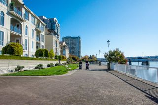 "Photo 20: 1407 1 RENAISSANCE Square in New Westminster: Quay Condo for sale in ""The Q"" : MLS®# R2418756"