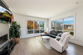 Photo 2: 1 549 Toronto St in Victoria: Vi James Bay Row/Townhouse for sale : MLS®# 842472