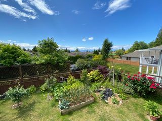 "Photo 3: 6353 WILLIAMS Place in Sechelt: Sechelt District House for sale in ""CASCADE"" (Sunshine Coast)  : MLS®# R2508473"