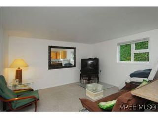 Photo 14: 3213 Doncaster Drive in VICTORIA: SE Cedar Hill Single Family Detached for sale (Saanich East)  : MLS®# 273975