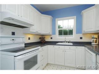 Photo 6: 3213 Doncaster Drive in VICTORIA: SE Cedar Hill Single Family Detached for sale (Saanich East)  : MLS®# 273975