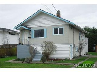 Photo 1: 3213 Doncaster Drive in VICTORIA: SE Cedar Hill Single Family Detached for sale (Saanich East)  : MLS®# 273975