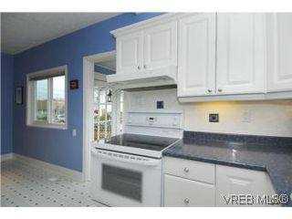 Photo 7: 3213 Doncaster Drive in VICTORIA: SE Cedar Hill Single Family Detached for sale (Saanich East)  : MLS®# 273975