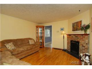 Photo 2: 3213 Doncaster Drive in VICTORIA: SE Cedar Hill Single Family Detached for sale (Saanich East)  : MLS®# 273975