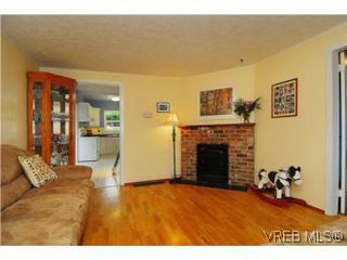 Photo 4: 3213 Doncaster Drive in VICTORIA: SE Cedar Hill Single Family Detached for sale (Saanich East)  : MLS®# 273975