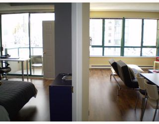 """Photo 2: 504 4603 HAZEL Street in Burnaby: Forest Glen BS Condo for sale in """"CRYSTAL PLACE"""" (Burnaby South)  : MLS®# V813793"""