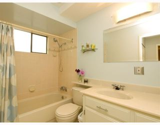 Photo 7: 2 137 E 5TH Street in North_Vancouver: Lower Lonsdale Condo for sale (North Vancouver)  : MLS®# V780710