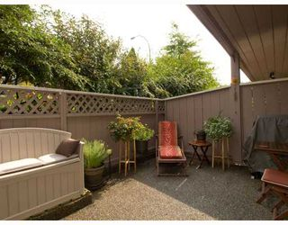 Photo 1: 2 137 E 5TH Street in North_Vancouver: Lower Lonsdale Condo for sale (North Vancouver)  : MLS®# V780710