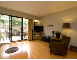 Photo 2: 2 137 E 5TH Street in North_Vancouver: Lower Lonsdale Condo for sale (North Vancouver)  : MLS®# V780710