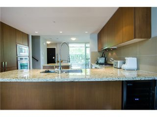 Photo 4: 305 1155 THE HIGH Street in Coquitlam: Home for sale : MLS®# V1123644