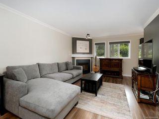 Photo 2: 106 494 Marsett Pl in Saanich: SW Royal Oak Condo Apartment for sale (Saanich West)  : MLS®# 844484