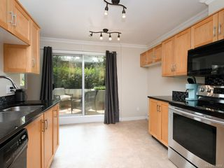 Photo 10: 106 494 Marsett Pl in Saanich: SW Royal Oak Condo Apartment for sale (Saanich West)  : MLS®# 844484