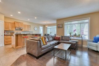 Photo 4: 184 EVEROAK Close SW in Calgary: Evergreen Detached for sale : MLS®# A1025085