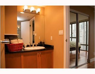 "Photo 7: 2304 950 CAMBIE Street in Vancouver: Downtown VW Condo for sale in ""LANDMARK PACIFIC"" (Vancouver West)  : MLS®# V799371"