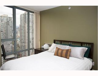 "Photo 8: 2304 950 CAMBIE Street in Vancouver: Downtown VW Condo for sale in ""LANDMARK PACIFIC"" (Vancouver West)  : MLS®# V799371"