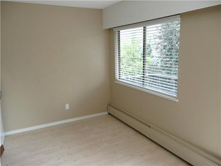 "Photo 3: 307 214 E 15TH Street in North Vancouver: Central Lonsdale Condo for sale in ""HACIENDA"" : MLS®# V826672"