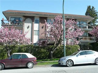 "Photo 1: 307 214 E 15TH Street in North Vancouver: Central Lonsdale Condo for sale in ""HACIENDA"" : MLS®# V826672"