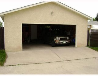 Photo 2: 140 BENTLEY Street in WINNIPEG: Maples / Tyndall Park Residential for sale (North West Winnipeg)  : MLS®# 2813042