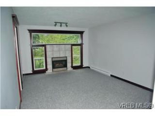 Photo 2: 659 Rockingham Rd in VICTORIA: La Mill Hill Half Duplex for sale (Langford)  : MLS®# 502560