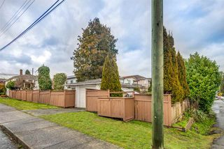 Photo 2: 7658 14TH Avenue in Burnaby: Edmonds BE House for sale (Burnaby East)  : MLS®# R2430145