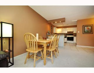 "Photo 4: 720 2012 FULLERTON Avenue in North_Vancouver: Pemberton NV Condo for sale in ""Woodcroft"" (North Vancouver)  : MLS®# V782754"