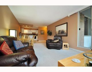 "Photo 3: 720 2012 FULLERTON Avenue in North_Vancouver: Pemberton NV Condo for sale in ""Woodcroft"" (North Vancouver)  : MLS®# V782754"