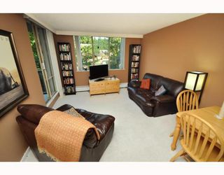 "Photo 2: 720 2012 FULLERTON Avenue in North_Vancouver: Pemberton NV Condo for sale in ""Woodcroft"" (North Vancouver)  : MLS®# V782754"