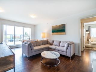 "Photo 3: PH1 1777 KINGSWAY Avenue in Vancouver: Victoria VE Condo for sale in ""NORTHVIEW LANDING"" (Vancouver East)  : MLS®# R2474993"