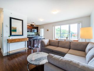 "Photo 4: PH1 1777 KINGSWAY Avenue in Vancouver: Victoria VE Condo for sale in ""NORTHVIEW LANDING"" (Vancouver East)  : MLS®# R2474993"